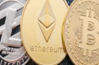 Bitcoin, Ethereum und Litecoin abgebildet